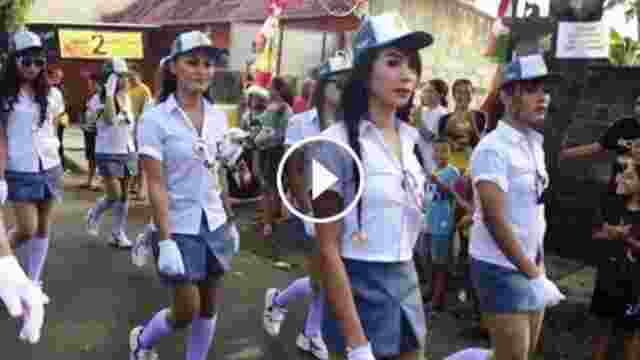Gerak Jalan Anak SMA Dengan Baju Sangat Seksi Bikin Heboh