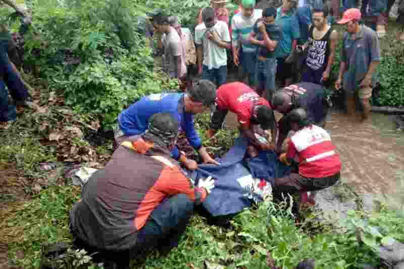 berikut-identitas-dua-mayat-pemuda-penuh-luka-di-mojokerto-bDL8xSV6tk