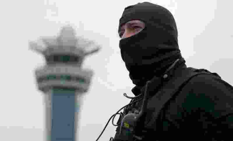 terkuak-ini-pengakuan-pria-yang-ditembak-mati-di-bandara-paris-HCqITPfVls