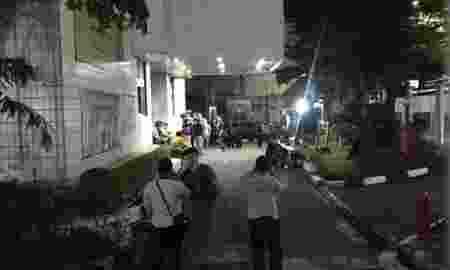 jatuh-dari-lantai-tujuh-jasad-mahasiswa-perbanas-dilarikan-ke-rscm-yMswgYlRqS