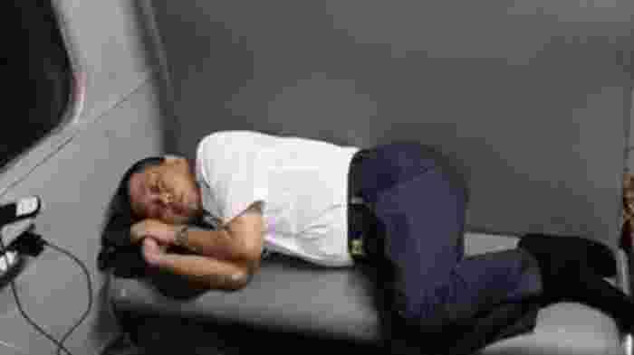 Benarkah Hanya Pencitraan Deretan Menteri Jokowi Tertidur Lelap di Bangku3