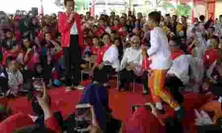 Jokowi Menghimbau Anak Usia di Bawah 13 Tahun Tidak Boleh Main Facebook