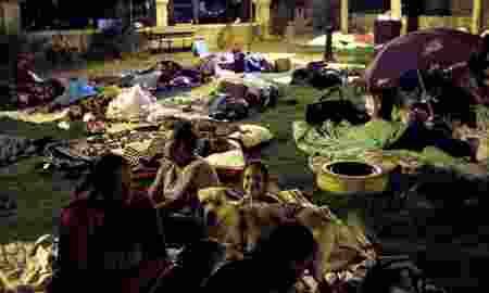 khawatir-gempa-susulan-warga-turki-pilih-tidur-di-luar-rumah-4dIUi22acr