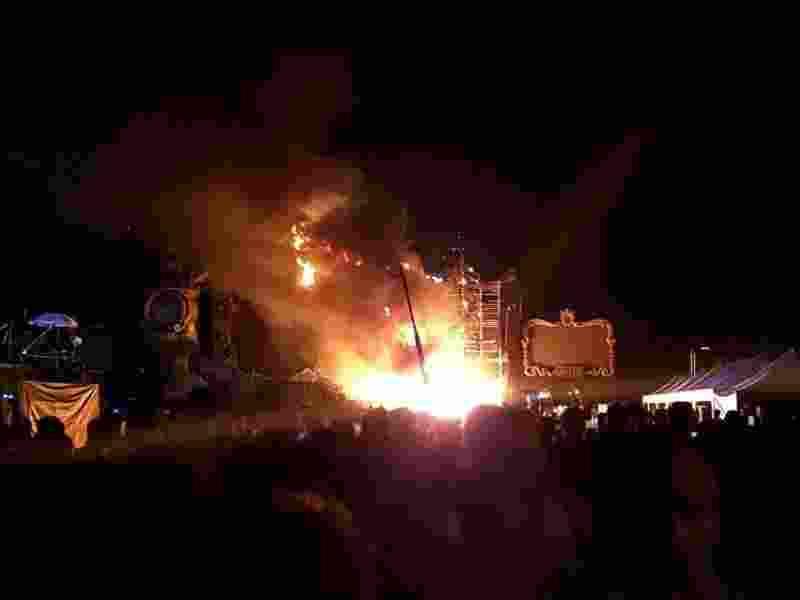 video-astaga-panggung-festival-musik-terbakar-22-ribu-orang-dievakuasi-b1wXJwjooV