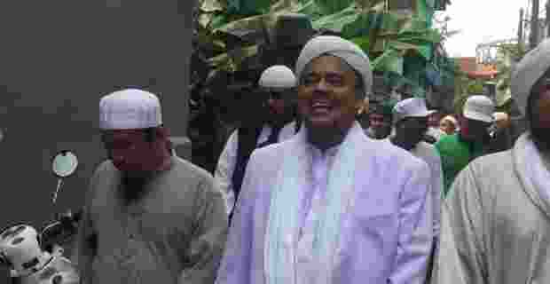 55imam-besar-front-pembela-islam-fpi-habib-rizieq-menyambangi-_170222191312-886