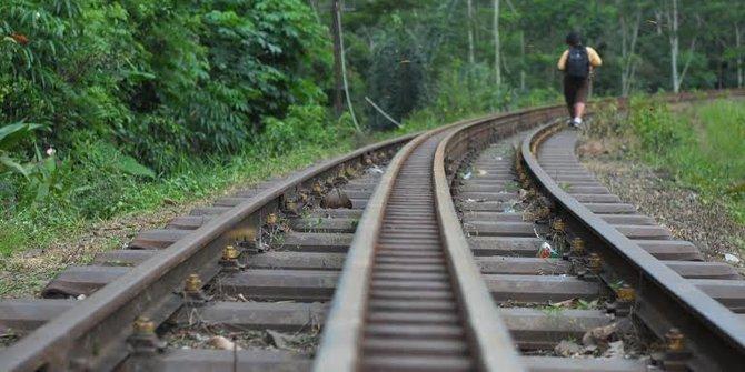 Liburan ke Semarang Dan Berfoto Instagramable di Rel Kereta Jambu